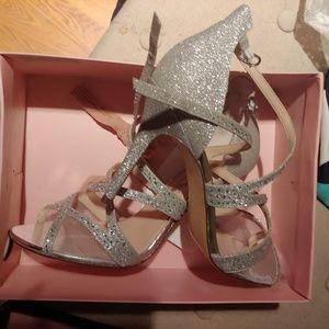 Brand new gorgeous silver Nina heels size 9.5